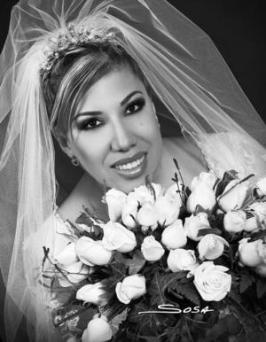 Srita. Diana Rodarte Carrazco el día de su boda con el Sr. José Guadalupe Espinoza Calzada.   <p> <i>Estudio: Sosa</i>