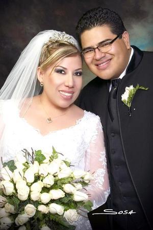 Sr. José Guadalupe Espinoza Calzada y Srita. Diana Rodarte Carrazco contrajeron matrimonio el pasado 30 de septiembre en la parroquia Los Ángeles.    <p> <i>Estudio: Sosa</i>