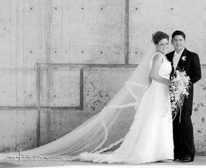 Srita. Ana Lorena Mexsen López, el día de su boda con el Sr. Roberto Velázquez Jardón.   <p> <i>Estudio: Maqueda</i>