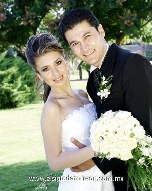 Ing. Salvador Córdova Quiñones y Lic. Ana Yuriria Amezcua Trasfí contrajeron matrimonio el sábado 23 de septiembre de 2006