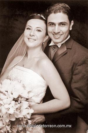 M.V.Z. Alberto Cervantes Valles y Srita. Mary Paz Rivas Pizarro contrajeron matrimonio en la Catedral de Durango, Dgo., el pasado 28 de octubre de 2006.
