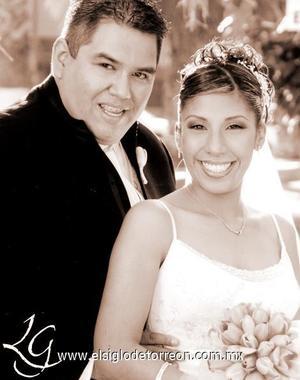 Sr. José Manuel Rodríguez Ruiz y Srita. Brenda Berenice Luna Velázquez celebraron el pasado cinco de noviembre su primer aniversario de feliz matrimonio.