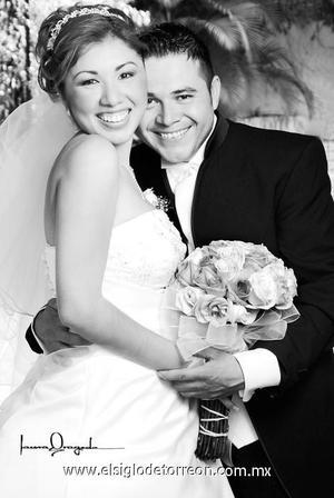 C.P. Leticia Galindo Gámez el día de su boda con el C.P. Javier Serrano.  <p>  <i> Estudio: Laura Grageda</i>