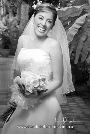 Dra. Gloria Marcela Aguirre Limón el día de su matrimonio religioso con el Ing. José Raúl Salazar Delgado.  <p>  <i> Estudio: Laura Grageda</i>