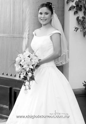 Srita. Lizeth Hernández Fernández unió su vida en matrimonio a la del Ing. Faustino Morales Ramìrez. <p>  <i> Estudio: Maqueda</i>