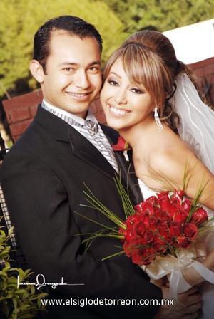 Ing. Fernando Kantún Nava e Ing. Liliana Rodríguez Sánchez contrajeron matrimonio en la parroquia Los Ángeles, el 20 de octubre de 2006.  <p>  <i> Estudio: Laura Grageda</i>