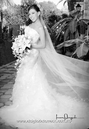 Ing. Tensy Moreno Aparicio el dÍa de su enlace matrimonial con el Ing. Israel S. Acevedo Fernández. <p>  <i> Estudio: Laura Grageda</i>