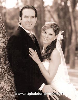 Sr. Álvaro Suárez Méndez y Srita. Veneranda Sañudo Kondo contrajeron matrimonio el pasado 21 de octubre en la parroquia de San Pedro Apóstol de la ciudad de Guadalajara.