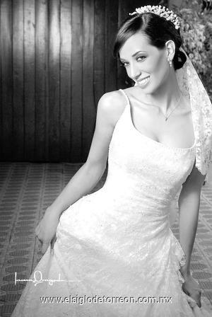 Srita. Tatiana Edith Hernández Rascón el día de su matrimonio religioso con el Sr. Efrén Reveles Carlos.  <p>  <i> Estudio: Laura Grageda</i>