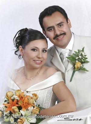 Sr. Eloy Omar Soriano Andrade y Srita. Nancy Lorena Muñoz Solís recibieron la bendición nupcial en la parroquia de La Inmaculada Concepción, el 28 de octubre de 2006.  <p>  <i> Estudio: Sosa</i>