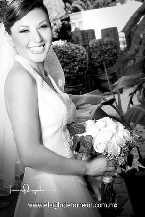 Srita. Maricela Miranda Morales el día de su matrimonio  con el Sr. Édgar Olivas Santos. <p>  <i> Estudio: Laura Grageda</i>