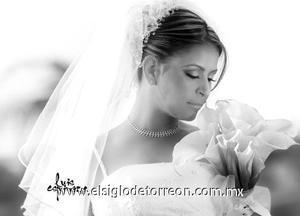 Srita. Gisela Gálvez Reyes el día de su boda con el Sr. Héctor Manuel Chavarría de Santiago.  <p>  <i> Estudio: Luis Espinoza</i>