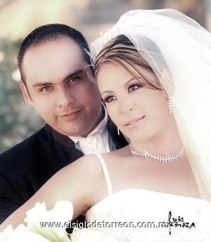 Sr. Héctor Manuel Chavarría de Santiago y Srita. Gisela Gálvez Reyes contrajeron matrimonio el pasado 28 de octubre de 2006 en la capilla de Casa de Cristiandad.  <p>  <i> Estudio: Luis Espinoza</i>