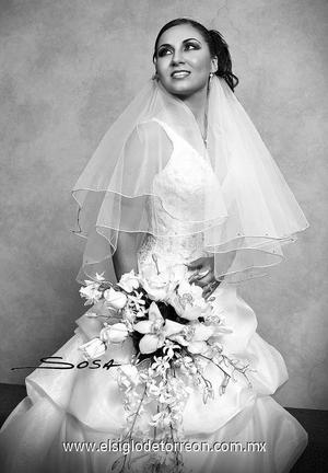 Srita. Érika Laura Vera el día de su boda con el Sr. Jesús Guillermo Corrales Chávez.  <p>  <i> Estudio: Sosa</i>