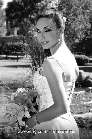 Srita. Nallely Cárdenas Morante el día de su boda con el Sr. Jorge Samaniego Martínez.   <p>  <i> Estudio: Lucero Kanno</i>