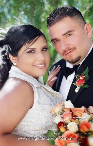 Sr. José Ángel Ramos Jiménez y Srita. Fabiola Montserrat Gutiérrez Tavizón contrajeron matrimonio en el Santuario del Cristo de las Noas. <p>  <i> Estudio: F. Becerra</i>