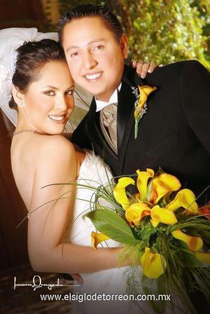 Sr. Juan Francisco González Blázquez  Srita. Diana Rocío Olivares Borjón contrajeron matrimonio en la capilla de Casa de Cristiandad el 24 de junio de 2006  <p>  <i> Estudio: Laura Grageda</i>