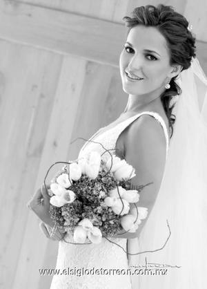 Srita. Rocío Cabranes Pruneda el día que contrajo matrimonio con el Sr. Manuel Villegas Camil.  <p>  <i> Estudio: Maqueda</i>