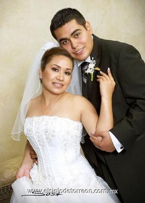 Sr. Raúl Gerardo Téllez Sánchez y Srita. Elba Fernández Hernández contrajeron matrimonio el pasado cuatro de noviembre de 2006 en la iglesia del Señor de la Misericordia.  <p>  <i> Estudio:  Sosa</i>