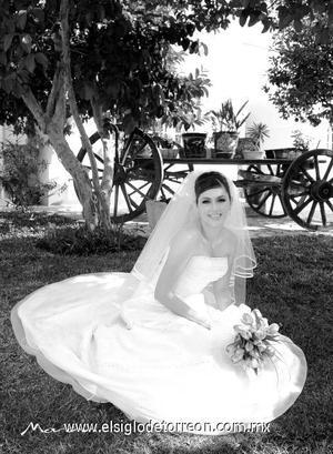 Srita. Alejandra Flores Chávez el día de su enlace matrimonial con el Sr. Rigoberto Godoy Hernández.  <p>  <i> Estudio: Morán</i>
