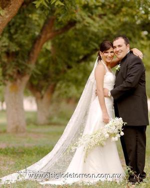 Sr. Roberto Ibarra Saucedo y Srita. Patricia García Álvarez contrajeron matrimonio en la parroquia de San Pedro Apóstol, el 29 de septiembre de 2006.  <p>  <i> Estudio: Maqueda</i>