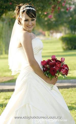 Srita. Isis García Sánchez el día de su matrimonio religioso con el Sr.  Rómulo Ruiz Díaz Rodríguez.  <p>  <i> Estudio: Katia Herrera</i>