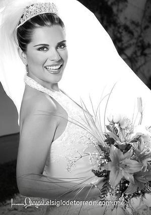 L.M. Elizabeth Ortiz Parra el día de su boda con el Arqlgo. Roberto Rosado Ramírez.  <p>  <i> Estudio: Laura Grageda</i>