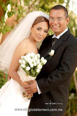 Ing. Guillermo Espinosa Rodríguez y Lic. Blanca Hernández Martínez contrajeron matrimonio el pasado cuatro de noviembre en la parroquia Los Ángeles.  <p>  <i> Estudio: Maqueda</i>