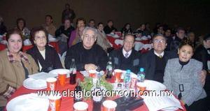 30122006   Gaby de Mendoza, Georgina de García, don José Guadalupe Galván Galindo, Leopoldo García, Jesús Hernández y Norma de Hernández