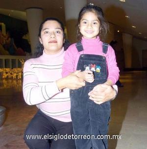 30122006   María del Carmen Bañuelos y Jazmín Urrutia Bañuelos