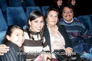 30122006   Wendy, Metzi, Enrique y Maricela Pacheco