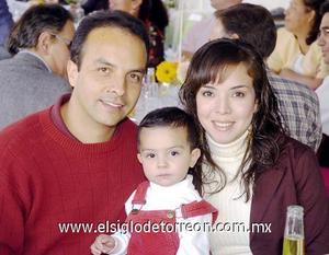 01122006  Ana, Carlos y Carlitos García.