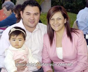 01122006  Liz, Frida y Omar Castro.