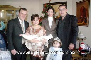 03122006  Héctor Daniel Gutiérrez junto a sus padres, Héctor y Rosa Emma Gutiérrez y sus padrinos, Andrés Lozano y Angélica López y su hermanita.