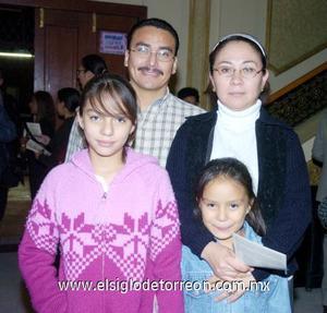 03122006  Juan Silva, Isabel Pérez, Belén y Paola Silva.