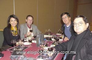 05122006 Mayela Reyes de Madero, Agustín Madero, César Madero y Roberto Madero.