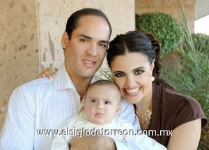 06122006 Iván Camacho Jalil con sus papás, Javier y Tahany Camacho.