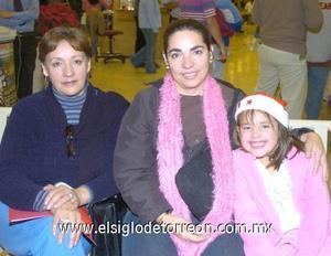 06122006 Mayra de Gandarilla, Olivia Karina Gandarilla y María Astrid García.
