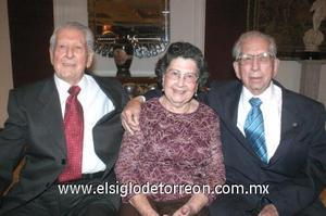 07122006 Gustavo Lastiri Granados y Alejandrina López de Lastiri celebraron sus Bodas de Oro, acompañados de sus amistades.