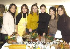 09122006 Mónica Aguilera, Cathy Villarreal, Ileana Dávila,Erandi Acuña y Cony Lozano, del Club Mimosa.