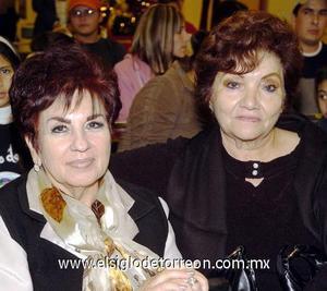 10122006  Altagracia O. y Yola Cantú.