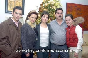 10122006  Ana Cris con sus padres, Ricardo Diez Bracho y Malu Arteaga de Diez y sus hermanos Ricardo Andrés y Andrea.