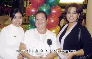 10122006  Clarita García, Elia Acosta y Bety González.