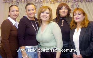 10122006  Diana y Claudia Álvarez, Isabel de Álvarez y Gaby García, primas de la cumpleañera.