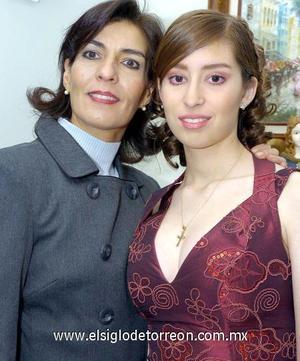 10122006  María José Fux acompañada de su mamá Luly Campa de Fux.