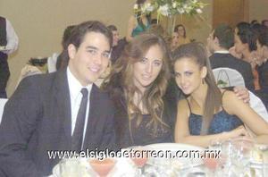 11122006 Andrés Rivera, Diana Zarzar y Naraly Zarzar.