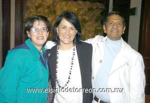 11122006 Julia Meléndez, Gustavo Montes y Raquel Sánchez.