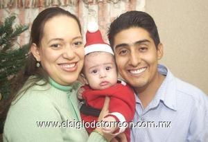 12122006 Eduardo con sus papás Evelio Castillo Ramírez y Mayra Zorrilla de Castillo.