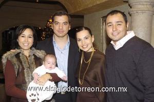 12122006 Roberto Moreno y Brenda Arizpe de Moreno, Pablo Moreno Arizpe y sus padrinos Alfonso Arizpe y Cristina Moreno.