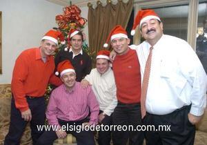 14122006 Jacobo Zarzar, Javier González, Gerardo Delgado, Jesús González, Alejandro Cabello y Miguel Papadópulos portaron lindos gorros de Santa.